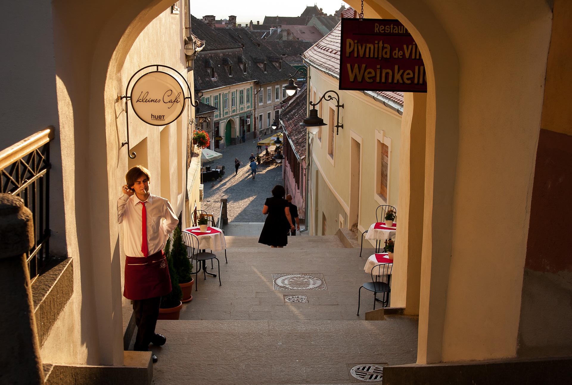 Un oraş mare şi o cafenea micuţă